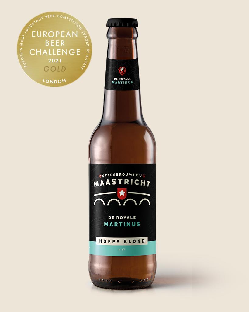 de-royale-martinus-hoppy-blond-speciaalbier-stadsbrouwerij-maastricht-met-achtergrond-update-met-prijsB