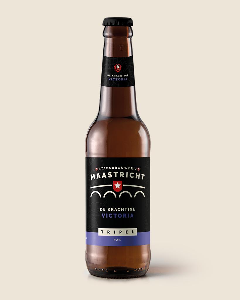 de-krachtie-vistoria-tripel-speciaalbier-stadsbrouwerij-maastricht-met-achtergrond